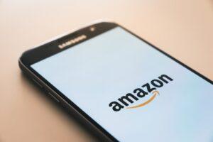 Amazon'da mağaza açma ve müşteri ile iletişimi temsil eden fotoğraf