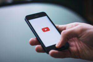 internetten para kazanma yöntemlerinden Youtube kanalını temsil eden fotoğraf